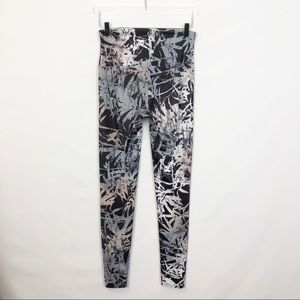 Onzie HIgh Rise Abstract Print Leggings M/L